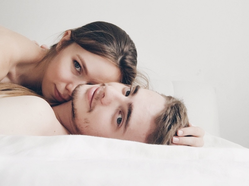coupe lying in bed speaking about how important is sex