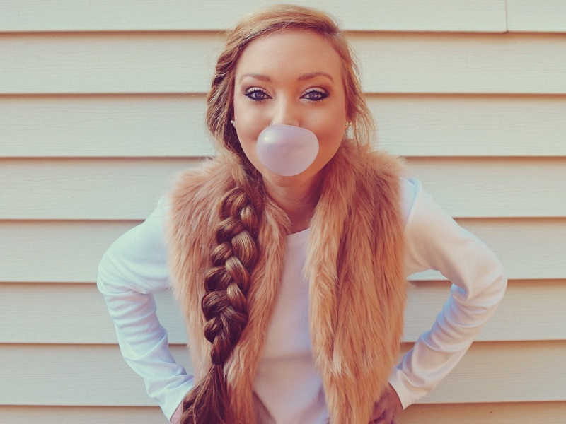 pretty girl blowing a bubble with gum frustrated y the flirting signs guys miss