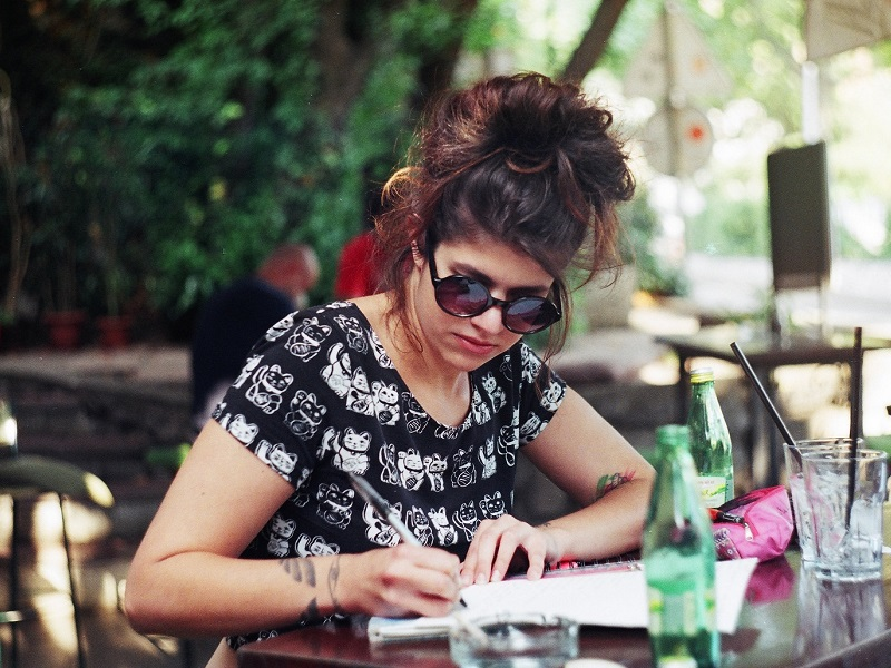 woman writing a list on how to break up with your boyfriend